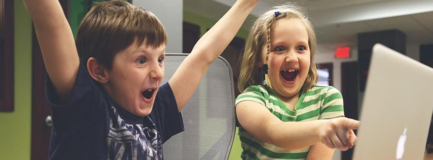 couverture-facebook-enfants-win-succès-jeu-vidéo-jouer-heureux-children