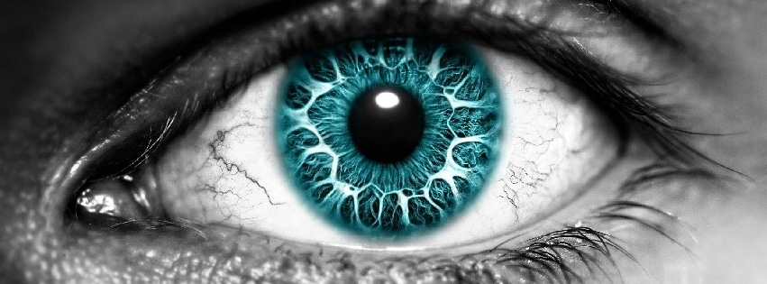 couverture-facebook-oeil-bleue-sur-visage-en-noir-et-blanc-blue-eye-on-black-and-white