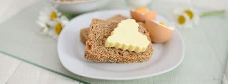 petit déjeuner au lit pain breakfast œuf fbcouv.com