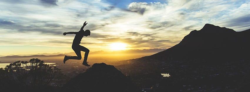 jeune sport activite saut athletique person montagne fbcouv.com
