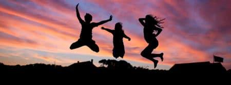 personnes saut bonheur heureux jeune people fbcouv.com