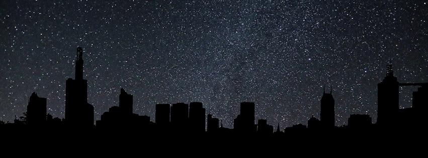 silhouette toits ville nuit étoiles ciel city night fbcouv.com